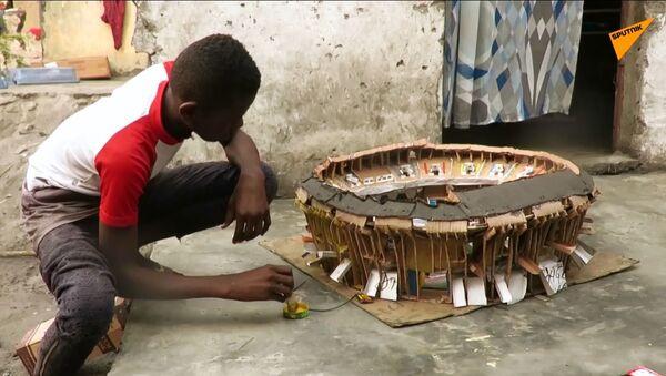 Un ragazzino del Congo costruisce modellini degli stadi - Sputnik Italia