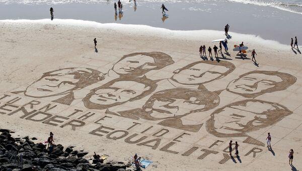 I volti dei leader dei Paesi di G7 disegnati sulla sabbia - Sputnik Italia