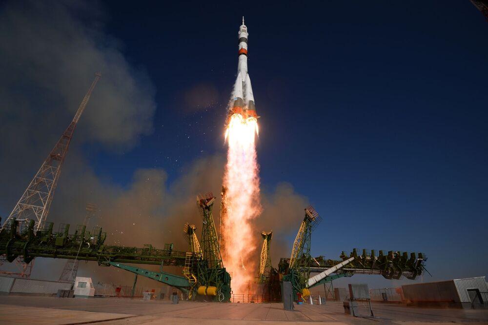 Il lancio del razzo vettore Soyuz-2.1 con la nave spaziale pilotata Soyuz MS-14 dal cosmodromo di Baikonur.