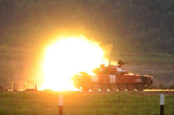 Carro armato T-72B3 durante la finale del Forum Army-2019 in Russia. - Sputnik Italia