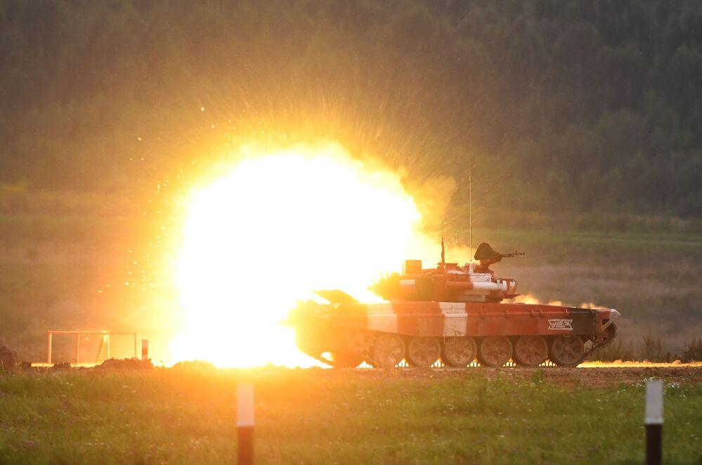 Carro armato T-72B3 durante la finale del Forum Army-2019 in Russia.