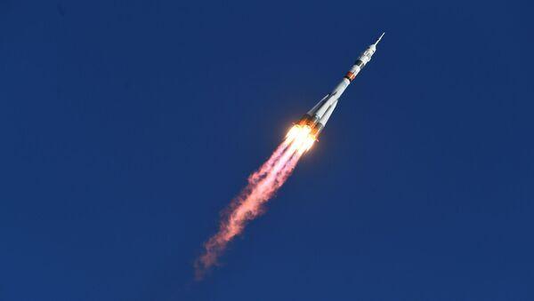 Lancio del razzo vettore Soyuz-2.1а con la navicella Soyuz MS-14 con a bordo robot Fedor - Sputnik Italia