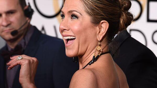 Актриса Дженнифер Энистон на церемонии награждения Golden Globe Awards в Калифорнии  - Sputnik Italia