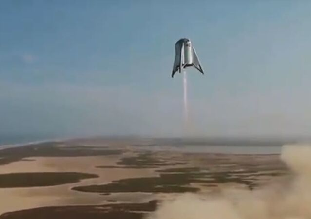 SpaceX Starhopper vehicle conducts 150 meter test