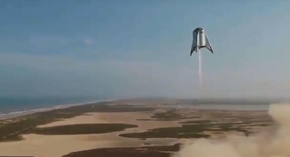La navetta Starhopper di SpaceX a 150 metri da terra