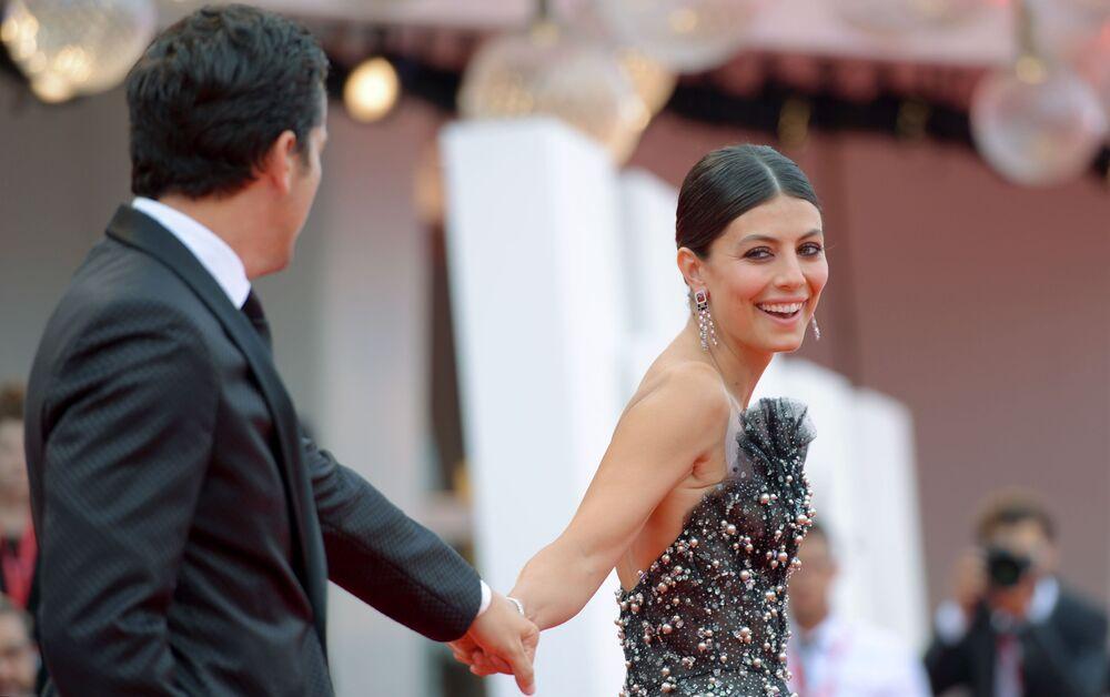Gli attori Ross Mccall e Alessandra Mastronardi.