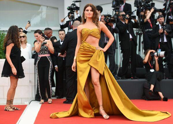 La super modella brasiliana Isabeli Fontana.  - Sputnik Italia