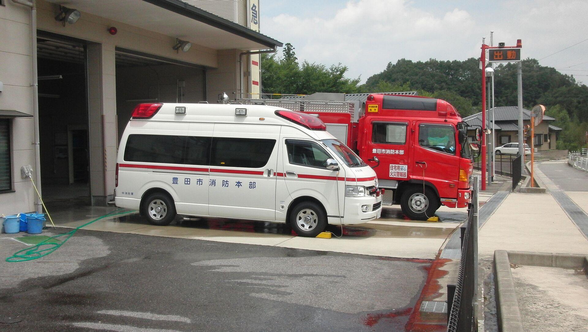 Ambulanza e furgone dei vigili del fuoco in Giappone - Sputnik Italia, 1920, 14.03.2021