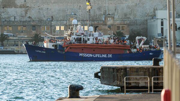 Una nave dell'ong Lifeline - Sputnik Italia