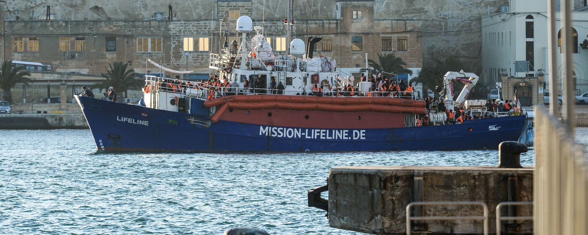 Una nave dell'ong Lifeline - Sputnik Italia, 1920, 27.09.2019