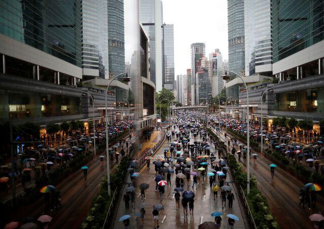 Una marcia di protesta ad Hong Kong