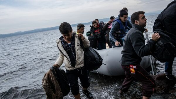 Migranti arrivano all'isola di Lesbo - Sputnik Italia