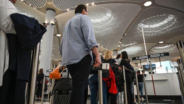 Controllo passaporti ad Istanbul - Sputnik Italia