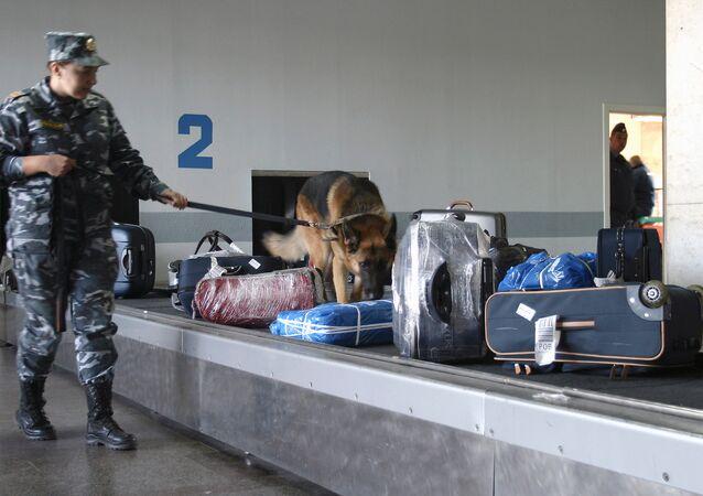 Controllo bagagli in un aeroporto