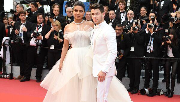 Nick Jonas e Priyanka Chopra - Sputnik Italia