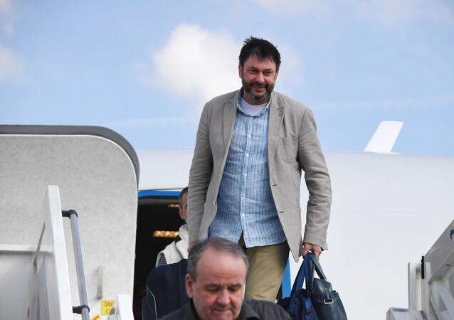 Aereo con Kirill Vyshinsky ed altri cittadini russi atterra a Mosca