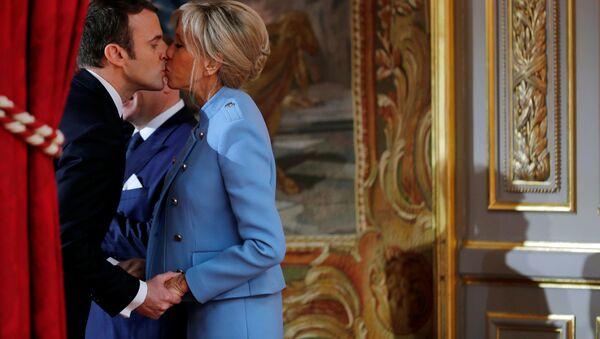 Emmanuel e Brigitte Macron durante l'inaugurazione del presidente francese - Sputnik Italia