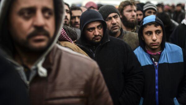 Rifugiati siriani al confine con la Turchia - Sputnik Italia