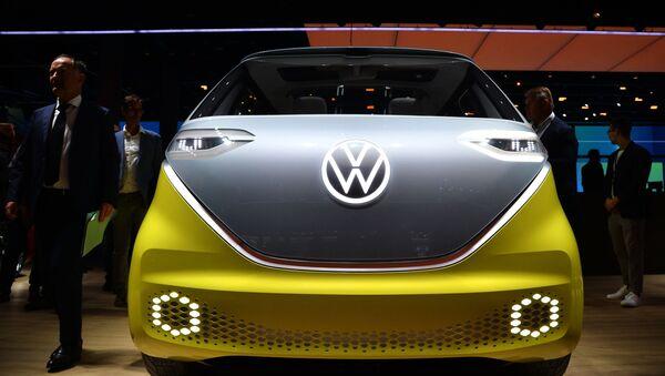 Questo è ID. Buzz della Volkswagen. Non assomiglia a niente? I rappresentanti della compagnia assicurano che il discendente del famoso Microbus sarà in vendita già dall'anno prossimo. - Sputnik Italia