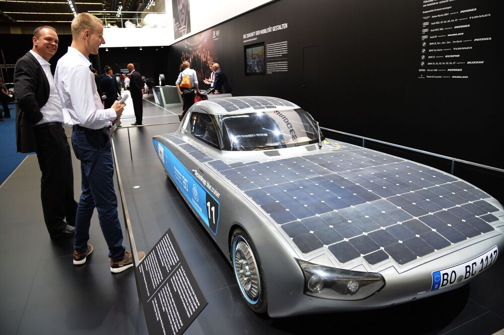 La ThyssenKrupp, che non produce le automobili si è presentata a francaforte con la sua Blue.cruiser alimentata esclusivamente a pannelli solari.