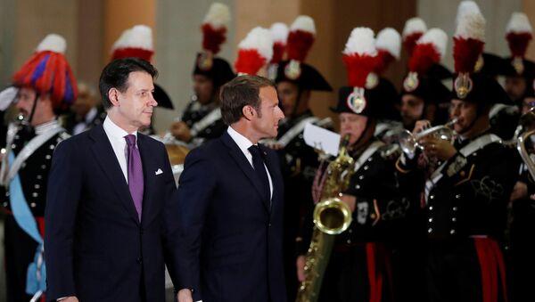Emmanuel Macron e Giuseppe Conte - Sputnik Italia