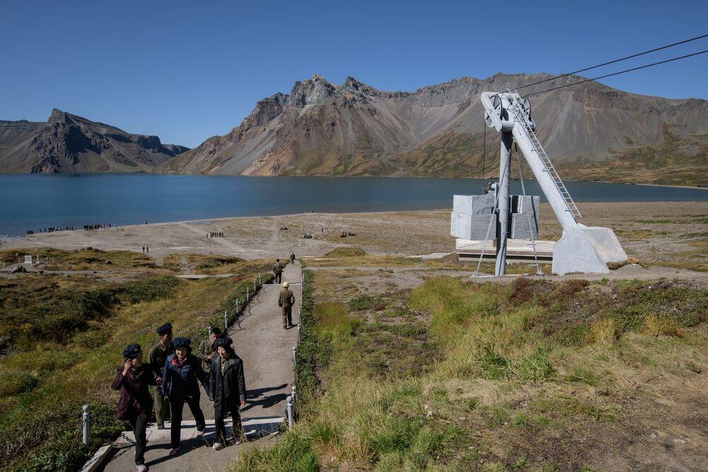Funivia davanti al lago Chonji.