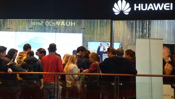 Il negozio Huawei a Mosca - Sputnik Italia