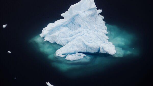 Un iceberg in Groenlandia - Sputnik Italia