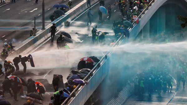 Демонстранты возле Центрального правительственного комплекса в Гонконге, Китай - Sputnik Italia