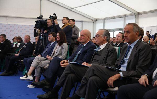Il direttore generale di Enel Russia Carlo Palasciano, l'ambasciatore italiano in Russia Pasquale Terracciano ed il direttore Europa e Affari Euro Mediterranei Enel, Simone Mori - Sputnik Italia