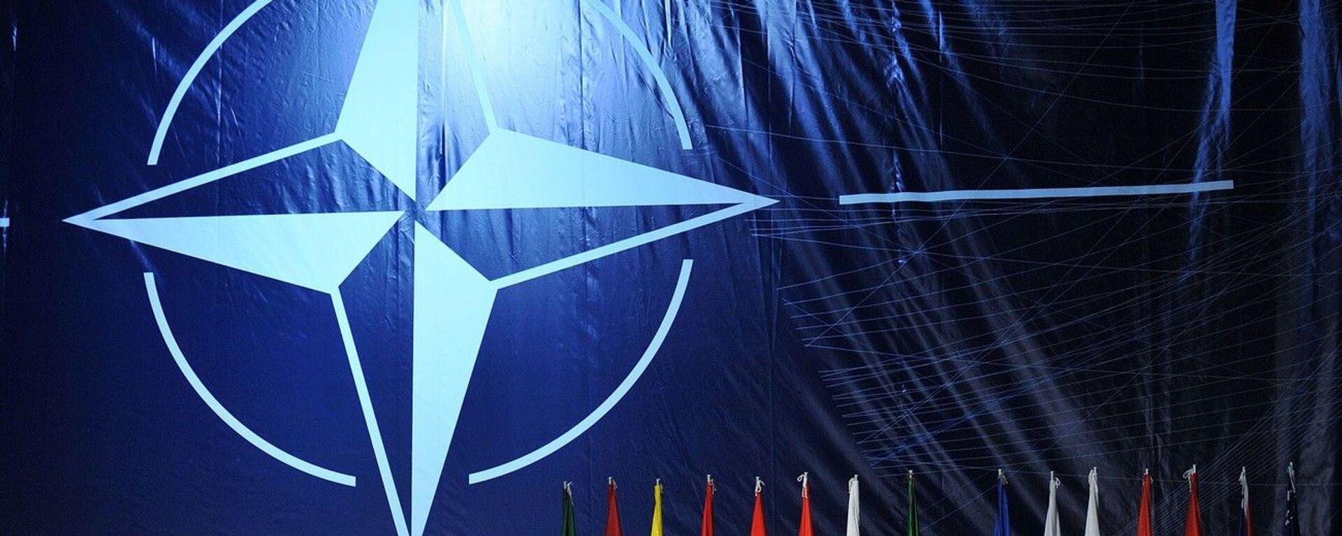 Логотип НАТО на саммите в Лиссабоне - Sputnik Italia, 1920, 15.06.2021