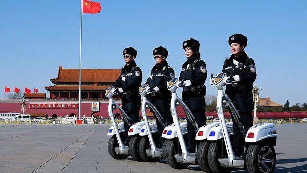 Poliziotti cinesi in servizio - Sputnik Italia