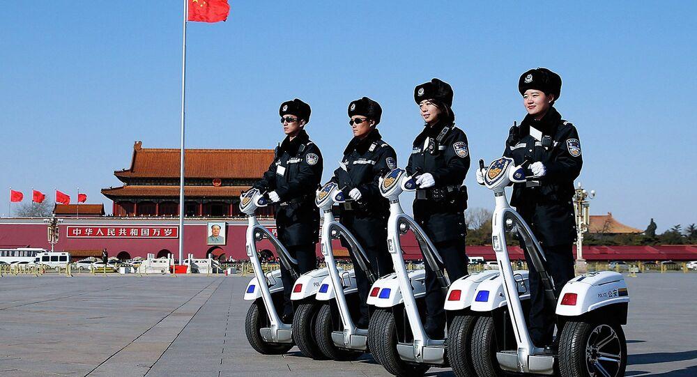 Poliziotti cinesi in servizio