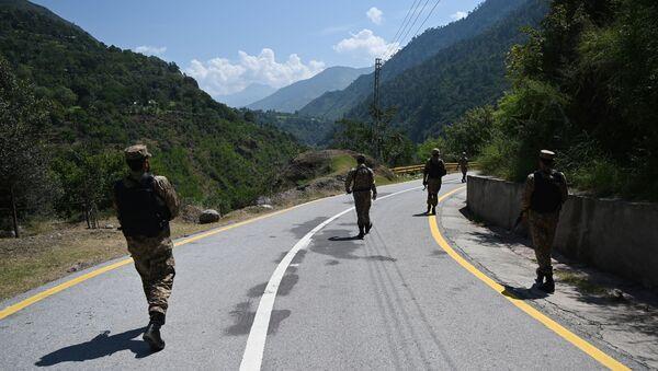 Truppe pakistane lungo la Linea di Controllo, il confine di fatto tra Pakistan ed India - Sputnik Italia