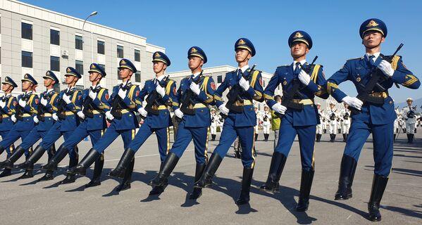 Militari dell'esercito alle prove della Parata per il 70° anniversario della fondazione della Repubblica popolare cinese. - Sputnik Italia