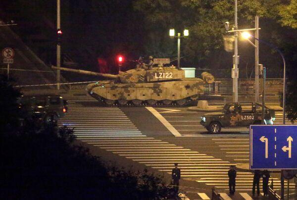 Carri armati per le strade di Pechino. - Sputnik Italia