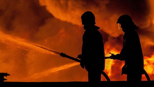 Пожарные на месте пожара - Sputnik Italia