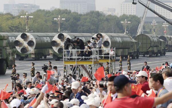 I missili balistici DF-41 e  DF-5B alla parata militare in Cina - Sputnik Italia