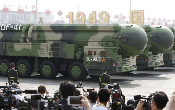 Il missile balistico DF-41 alla parata militare in Cina - Sputnik Italia