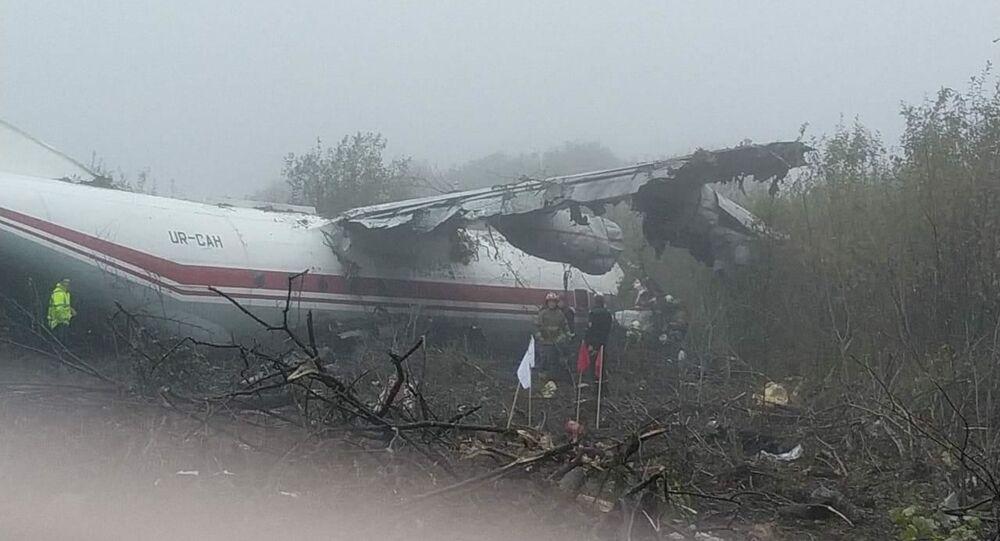Un atterraggio d'emergenza di un aereo cargo Antonov An-12 nei pressi della città ucraina di Leopoli ha provocato almeno tre vittime.