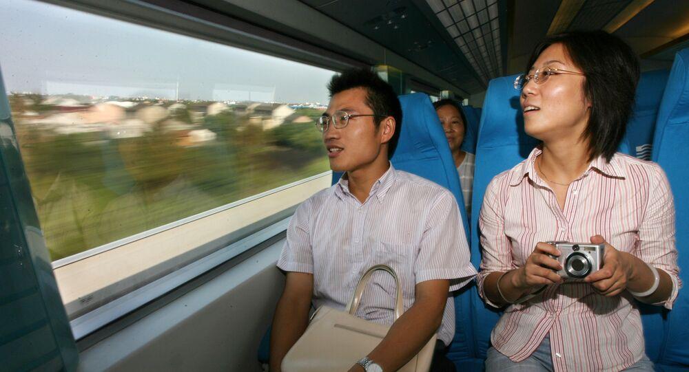 Cinesi in treno magnetico
