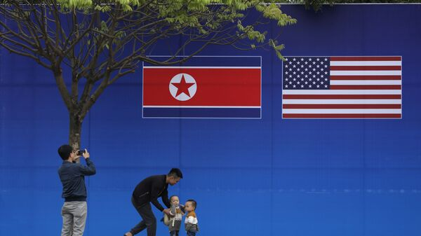 Bandiere degli Usa e Corea del Nord - Sputnik Italia