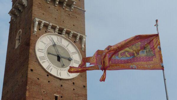 Bandiera Marciana sotto la Torre dei Lamberti a Verona - Sputnik Italia