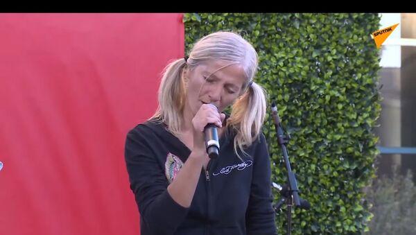 Emily Zamourka canta alla grande apertura della cerimonia della New Little Italy a Los Angeles - Sputnik Italia
