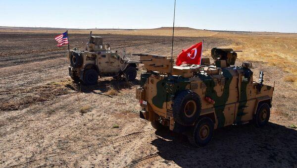 I veicoli militari turchi e americani al confine tra Siria e Turchia, l'8 settembre del 2019 - Sputnik Italia