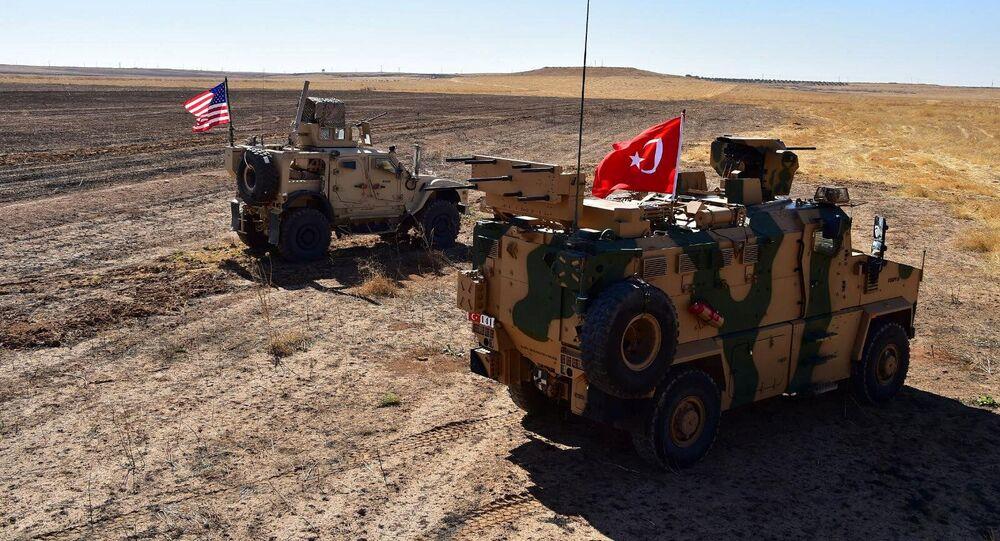 I veicoli militari turchi e americani al confine tra Siria e Turchia, l'8 settembre del 2019