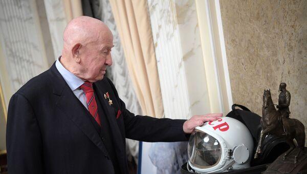 Aleksey Leonov, il primo uomo a rimanere sospeso nello spazio aperto - Sputnik Italia