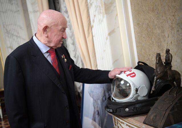 Aleksey Leonov, il primo uomo a rimanere sospeso nello spazio aperto