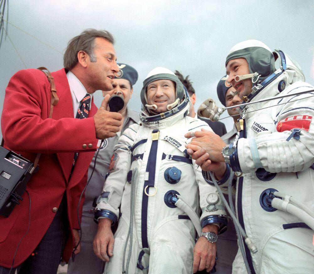 L'equipaggio della capsula Soyz-19 -  Aleksey Leonov e  Valeriy Kubasov