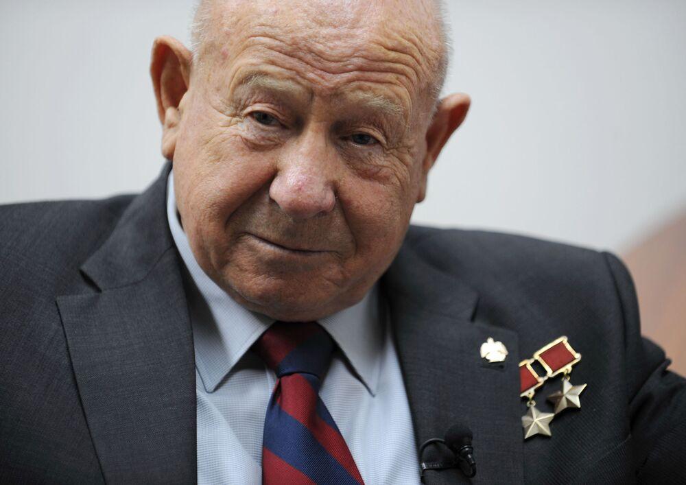 L'astronauta russo Aleksey Leonov
